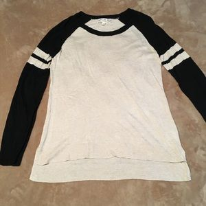 Baseball-style thin sweater